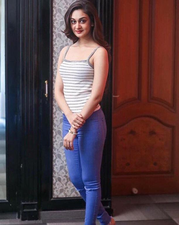 Aishwarya Arjun Photos - Tamil Actress photos, images, gallery, stills and clips